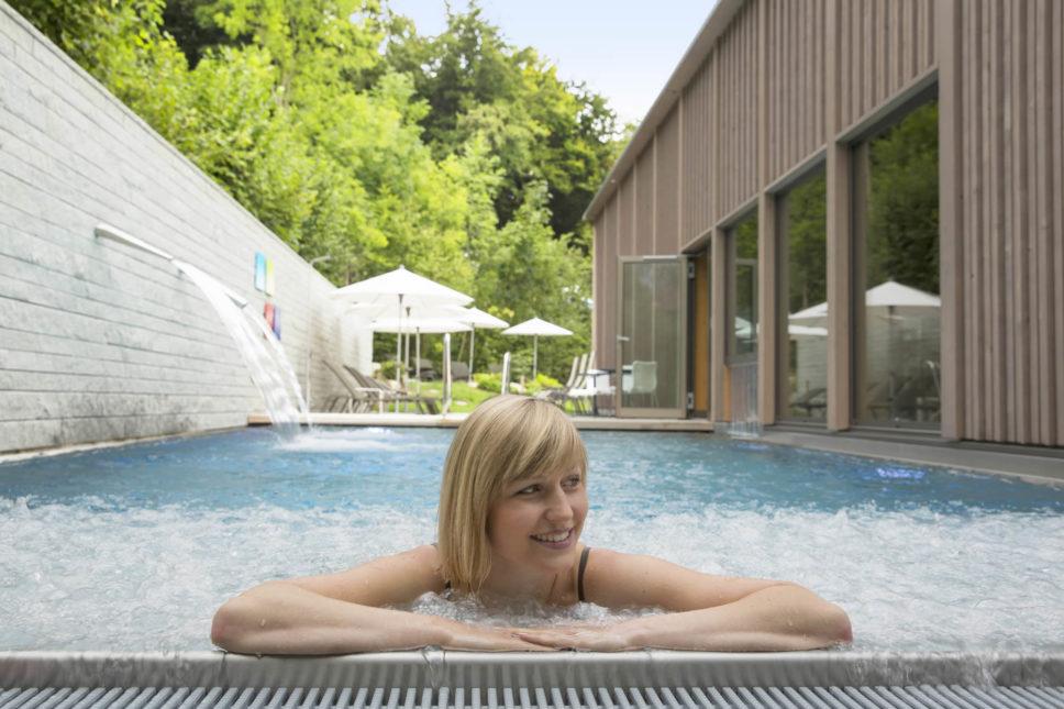 Seehotel Wilerbad Aussenpool mit Sprudelwiese